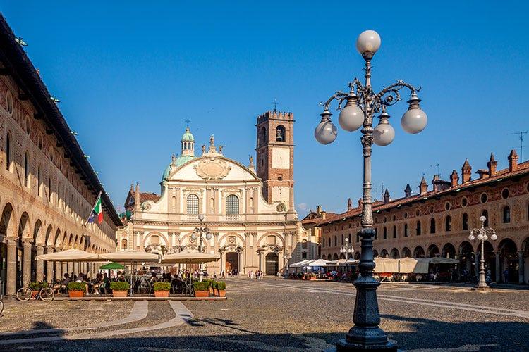 La piazza di Vigevano (Storia, arte, cibo, natura Vigevano vale una visita)