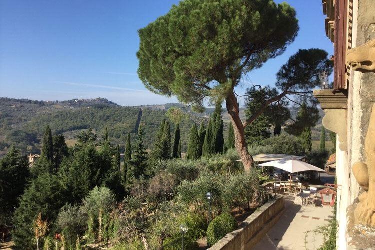 Vignamaggio si rinventa farm hotel Cibo e vino guidano l'offerta turistica