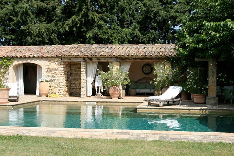 Viviana Varese, estate siciliana al Country House Villadorata