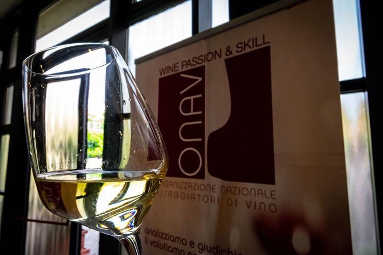 Gli aspiranti assaggiatori di vino a lezione da Onav