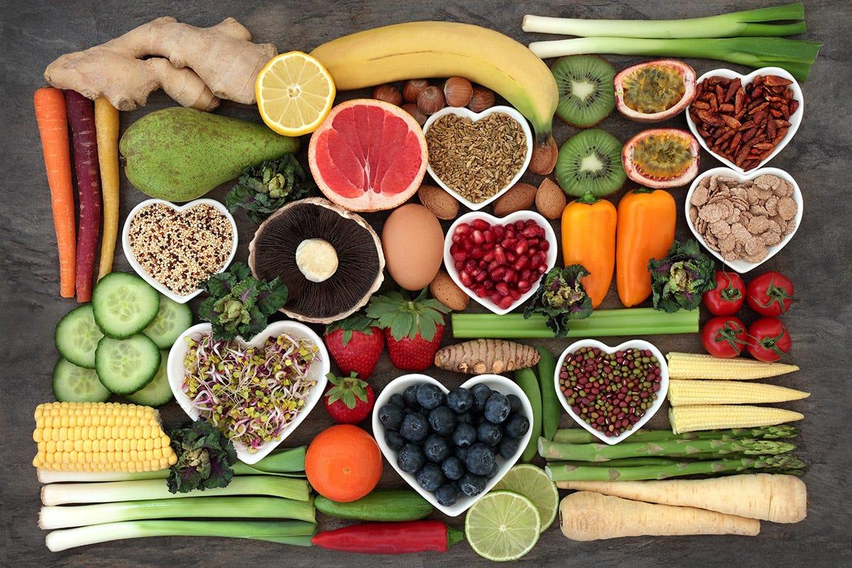Un aiuto, in fatto, di prevenzione arriva dall'alimentazione Vitamine e minerali dove trovarli per un sistema immunitario a prova di autunno