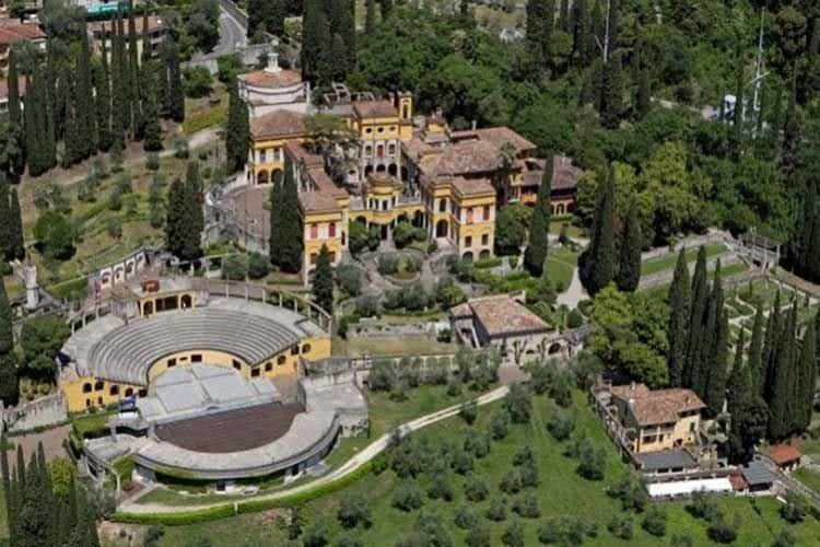 """Anfiteatro del Vittoriale, 500mila euro  per coprirlo con """"marmo rosso di Verona"""""""
