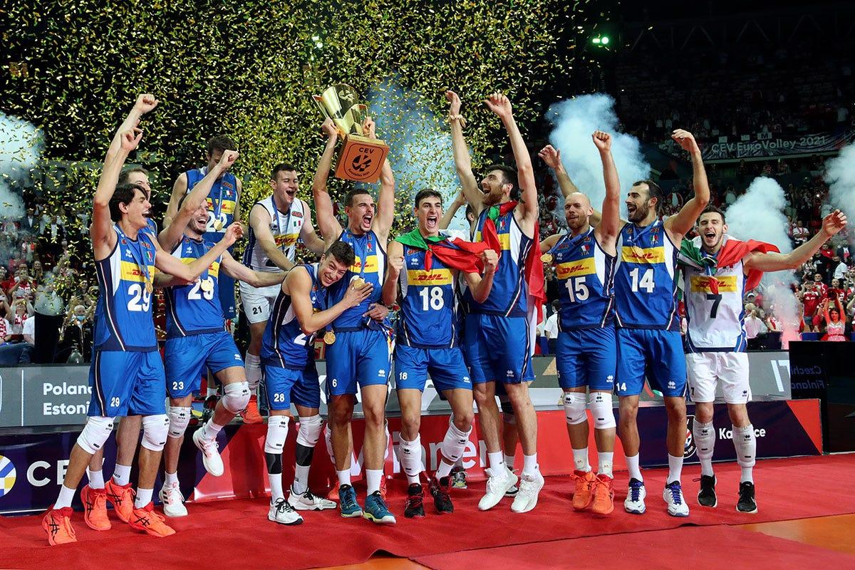 La Nazionale vincitrice degli Europei Il Parmigiano Reggiano festeggia l'oro europeo della nazionale maschile di volley