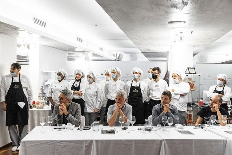 Accademia Chef's, allievi in cucina Un menu che fa il giro del mondo