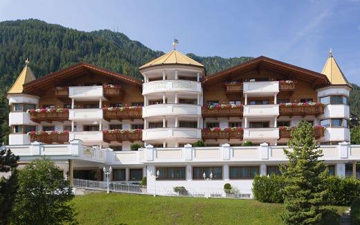 L\'Hotel Gardena di Ortisei si rinnova Stile alpino e comfort ...