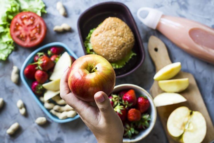 Calorie, zuccheri, frutta e pasta Quando in tavola va la fake news