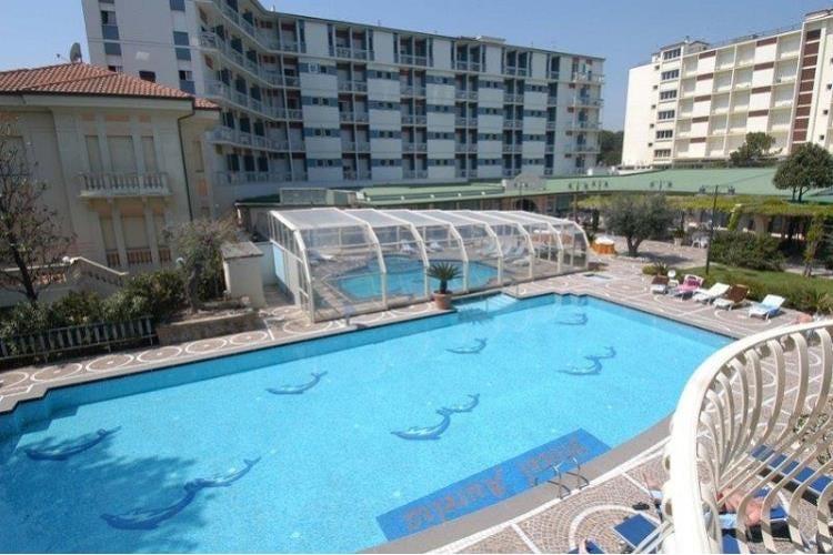 Addio ad antonio batani signore degli alberghi in romagna for Hotel ad asiago con piscina
