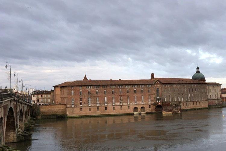 Tolosa, cresce la vocazione turistica La Cour des Consuls ...